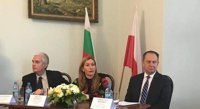 Ангелкова във Варшава: Партньорството с Полша е важно за растежа на входящия ни туризъм