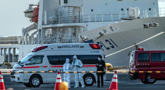 """Пътници започнаха да напускат корабa """"Даймънд принсес"""" след края на опасността от коронавируса"""