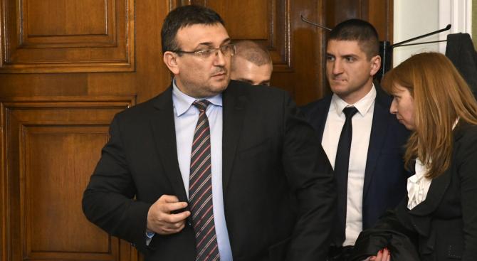 Парламентът ще изслуша министрите Ананиев и Маринов за коронавируса