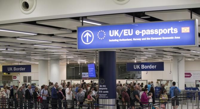 Медия: Новата британска имиграционна система е насочена към блестящи служители