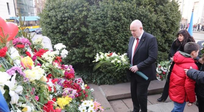 Гешев отдаде почит пред паметта на Апостола