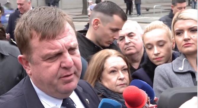 Каракачанов се поклони пред паметника на Левски и заяви: Благодаря!