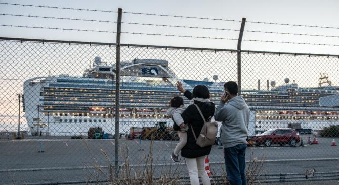 """Експерт: """"Хаотична"""" е ситуацията с коронавируса на борда на """"Даймънд принсес"""""""