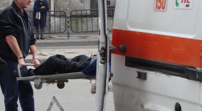 Двама паднаха от прозорец на къща в Смолян