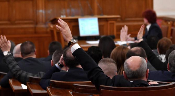 Депутатите имат пет дни, за да номинират кандидати за управител на НЗОК