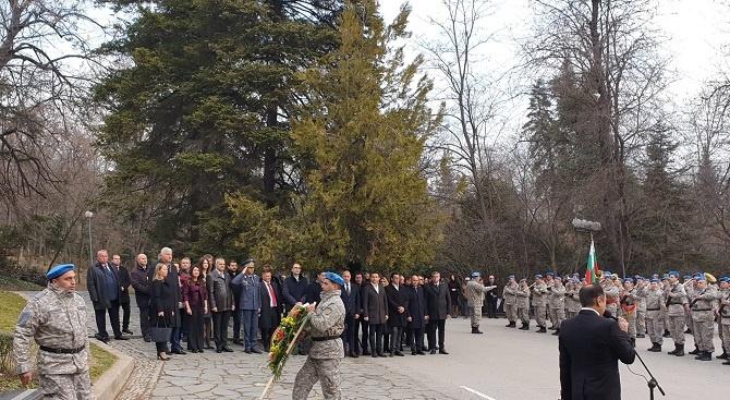 ГЕРБ в Пловдив поднесе цветя и се поклони пред паметника на Васил Левски