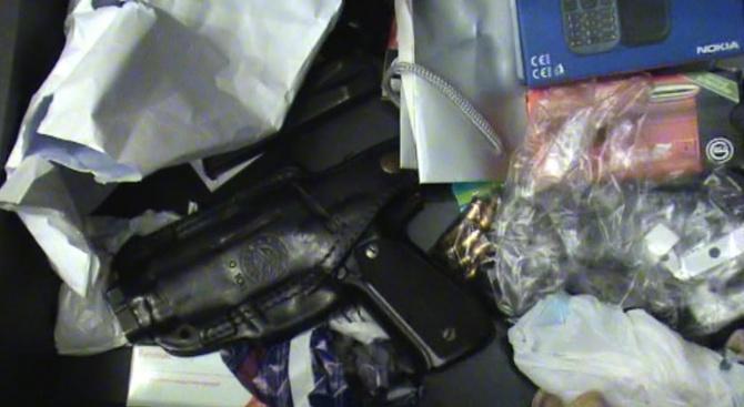 Откриха оръжие и документ за криминална регистрация в офис на Божков