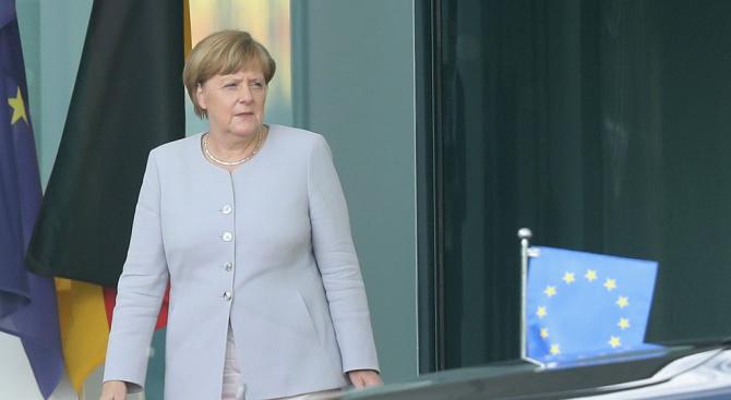 Ангела Меркел: Няма да се намесвам в избирането на нов лидер на ХДС
