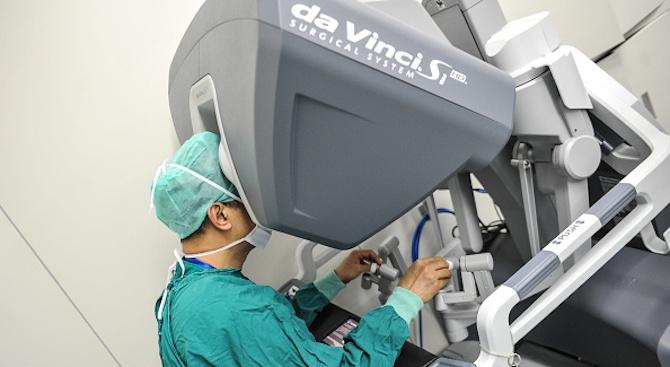 Пациентка свири на цигулка, докато хирурзи оперираха мозъка ѝ