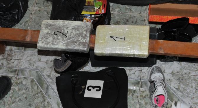 Откриха 2 кг кокаин в дома на млад мъж в Бургас