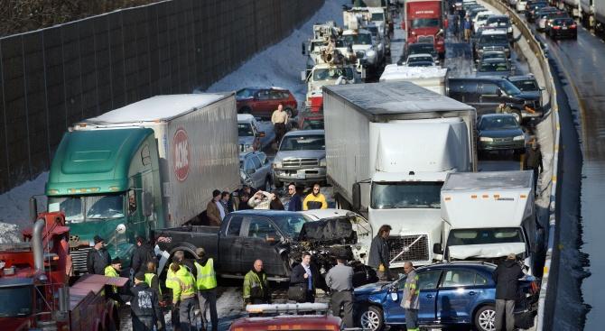 Катастрофа с близо 200 автомобила в Канада: Десетки хора са ранени