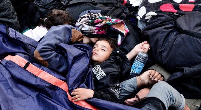 """Хуманитарният кораб """"Оушън вайкинг"""" спаси 92 мигранти край бреговете на Либия"""
