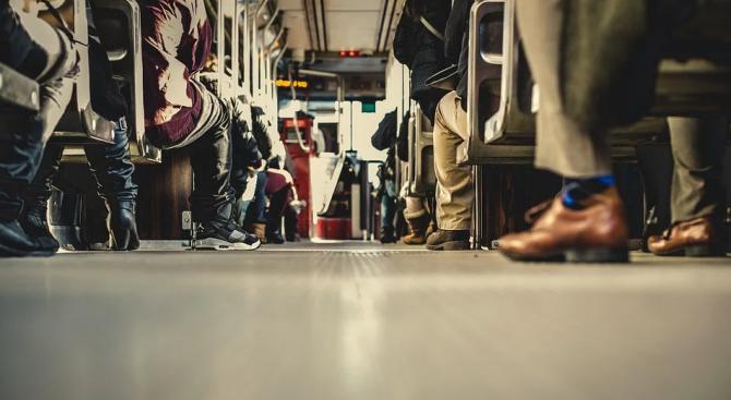 Майка забрави бебе в трамвай, старозагорец - прасе на автогара