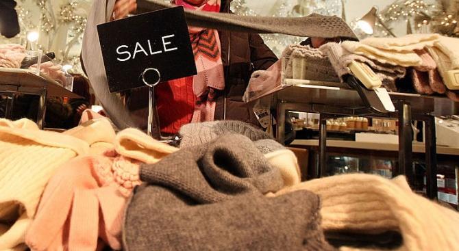 Разпродават зимни дрехи с 90% намаление