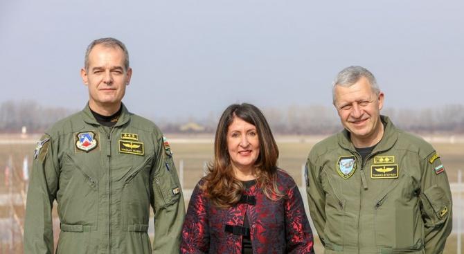 Херо Мустафа провери къде ще се съхраняват изтребителите F-16