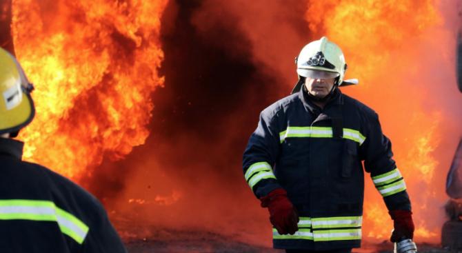 Евакуираха 400 души от горящ хотел в Пампорово
