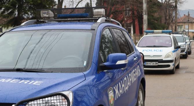 Петима души са задържани при спецакция в село Арчар