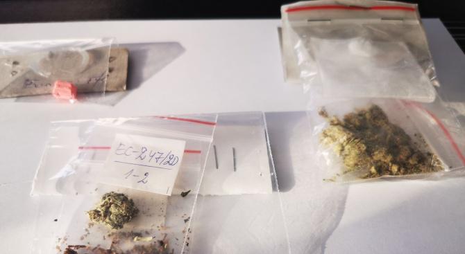 Окошариха седем души, разпространявали дрога до училищата в Пловдивско