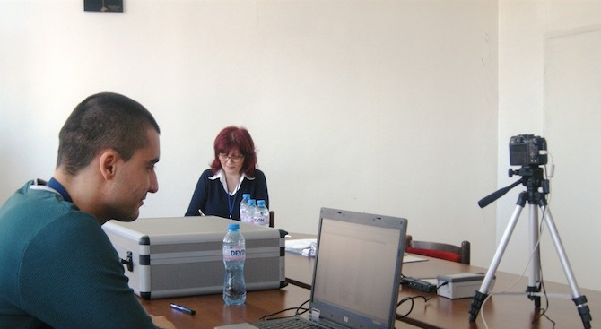 Осъществен е първият организиран прием за подмяна на документи за самоличност на работещите в училище в Търговище