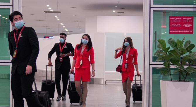 Проверките на летищата срещу коронавируса не помагат