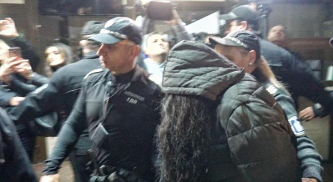 Пуснаха банкерката, източила 1 млн. лв. от вложители, под домашен арест