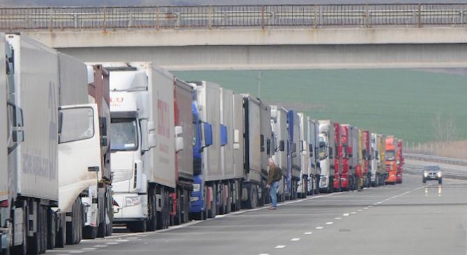 Превозвачите: С въвеждането на тол системата от 1 март ще има дълги опашки от камиони по граничните пунктове