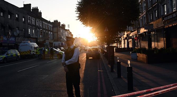 Нападение с нож в джамия в Лондон