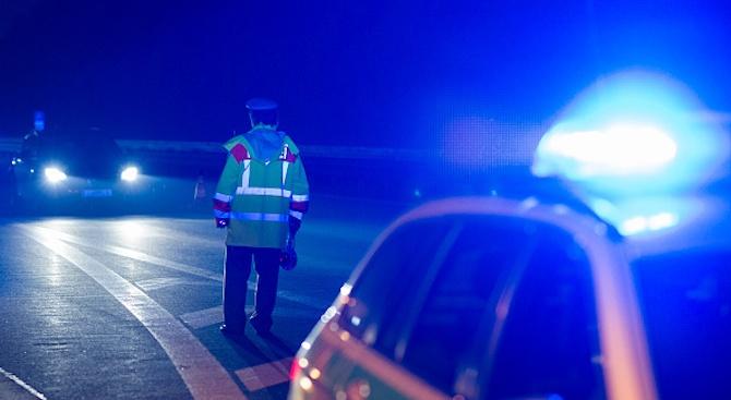 Българин предложи подкуп с ракия и суджук на полицаи в Италия