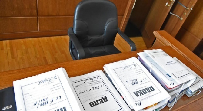 По 5 и 2 г. затвор за двамата мъже, блудствали с дете от село Сотиря