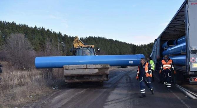 Положени са 5 км тръби от водопровода Мало Бучино-Перник