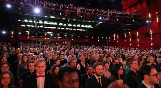 Кинофестивалът Берлинале беше открит с минута мълчание в памет на жертвите от Ханау