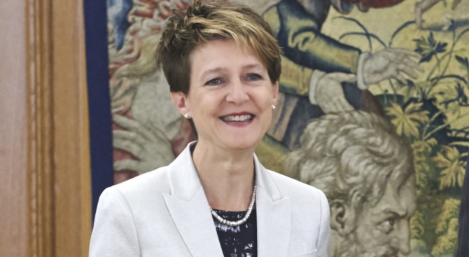 Президентът на Швейцария покани на 60-ия си рожден ден всичките си сънародници, родени като нея на 14 май