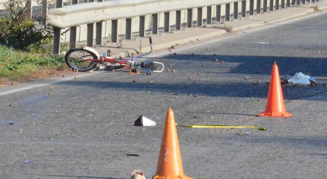 Лек автомобил удари велосипедист във врачанско село