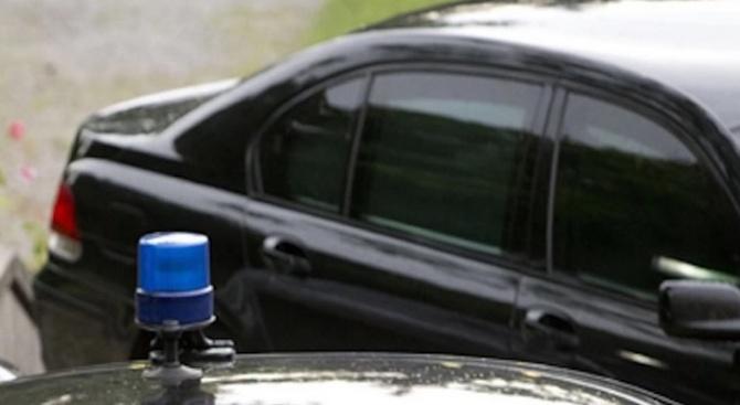 Куриер се заби с колата си в автомобил на НСО