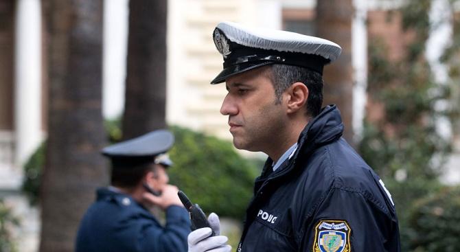 Гръцки полицаи замесени в схема за паспортни измами