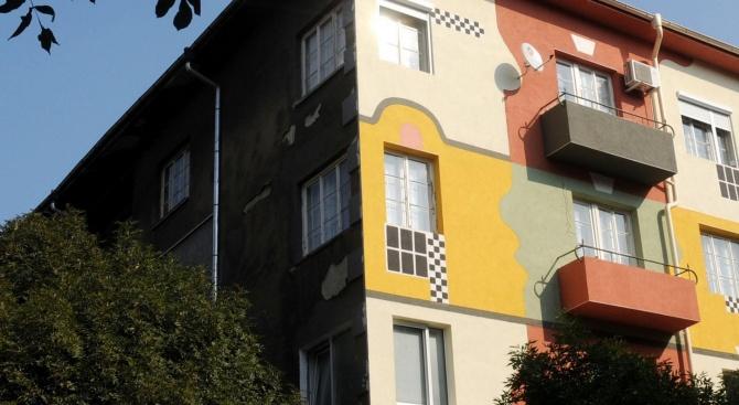 Чистят фасадите на сградите в центъра на София