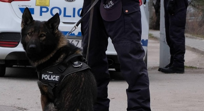 Полицейска акция в Димитровград: Отвлякоха непълнолетно момиче, издирват лихвар заради него