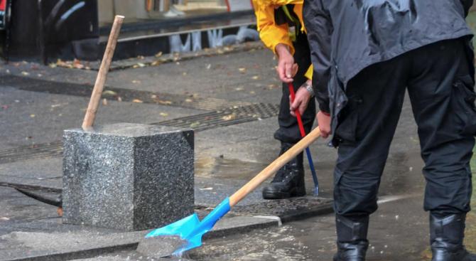 Чистят столичните улици и булеварди от наноси