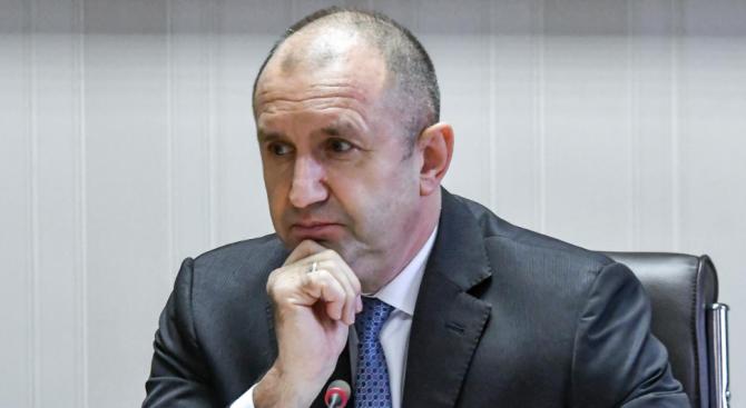 Любо Огнянов: През последния месец Румен Радев прави грешка след грешка