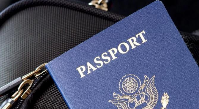 Великобритания отново ще издава сини паспорти