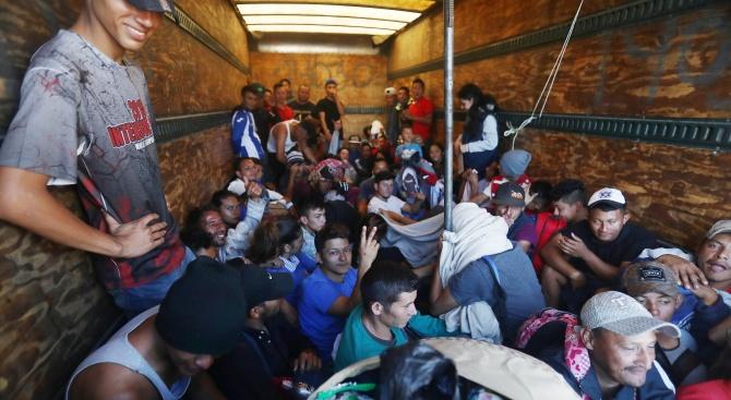 Хванаха камион с десетки бежанци в Северна Македония