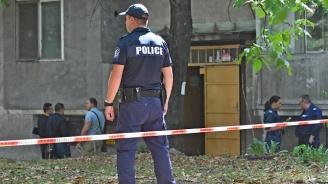 Надрусан охранител заплашва с нож полицай, той го простреля