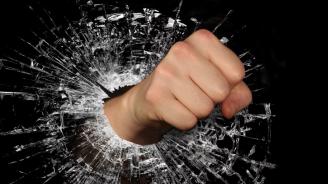 Поредно посегателство: Мъж нападна дежурен лекар във Варна
