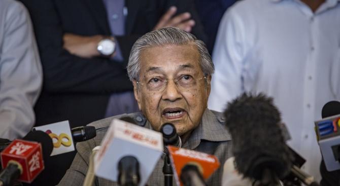 Политическа криза в Малайзия след изненадващата оставка на премиера Махатхир Мохамад