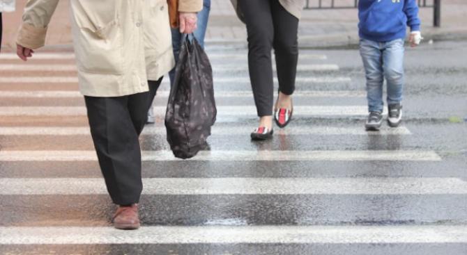Възрастна жена пострада на пешеходна пътека в Плевен