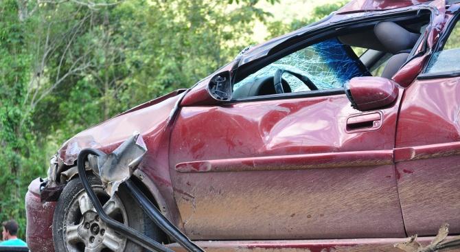 17-годишен пострада в катастрофа