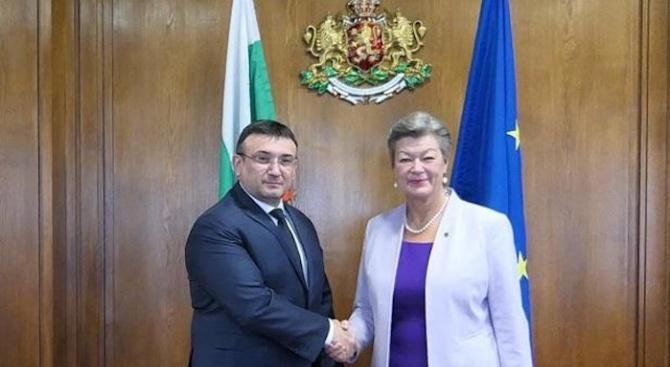 Министър Маринов се срещна с еврокомисар Йохансон