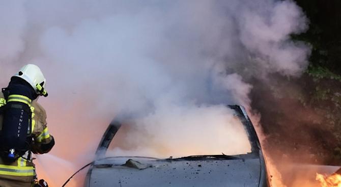 Мерцедес горя снощи в Кърджали
