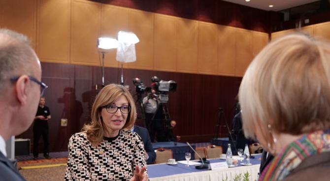 Екатерина Захариева към колегите си от Западните Балкани: Не се обезкуражавайте, реформите не са за Брюксел, а за вашите граждани