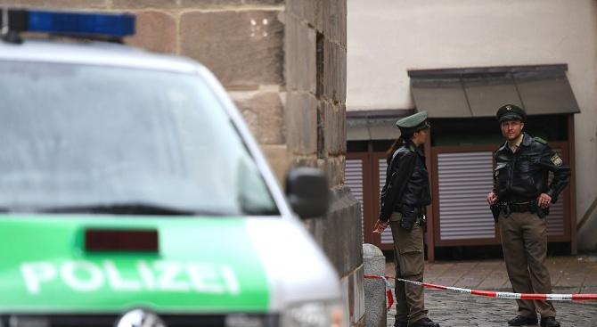 Кола се вряза в хора в Германия. Има ранени!